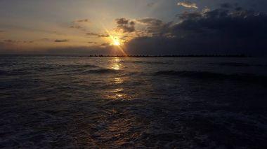 小舞子海岸の夕日。